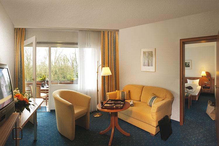 MHOF_hotel_750x500_js